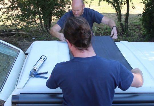 Klejenie panelu elastycznego do dachu
